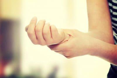 Image: Har du prikking i fingrene? Her er de vanligste årsakene