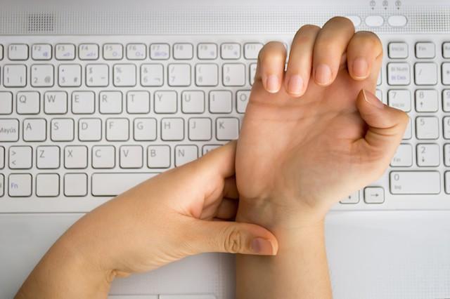 Følelsesløs lillefinger og ringfinger