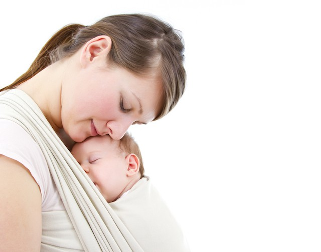 sovende baby i bæresjal