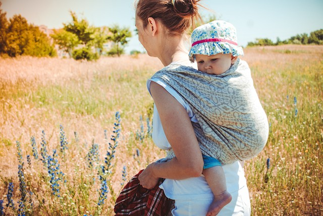 ryggbæring av større baby