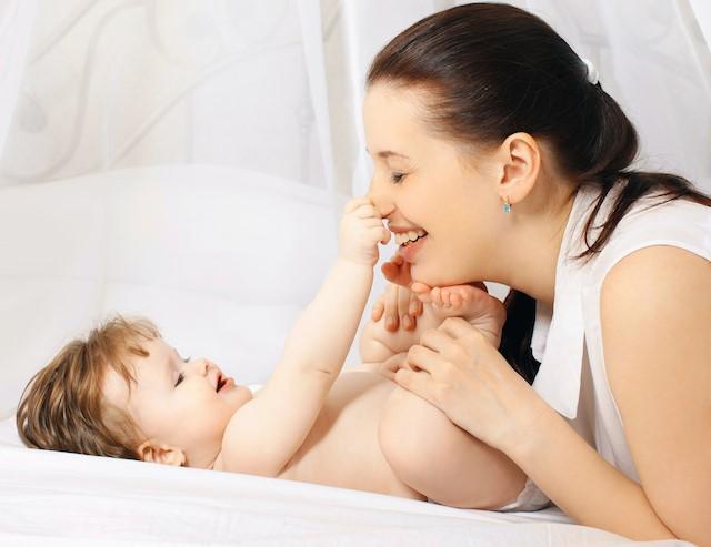 nybakt-mamma-med-delte-magemuskler