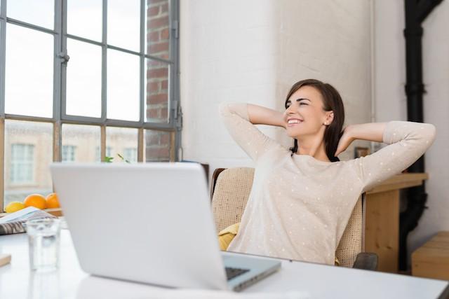 Bytt på å sitte og stå på jobb og i hjemmet