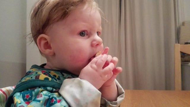 babymat baby spiser selv