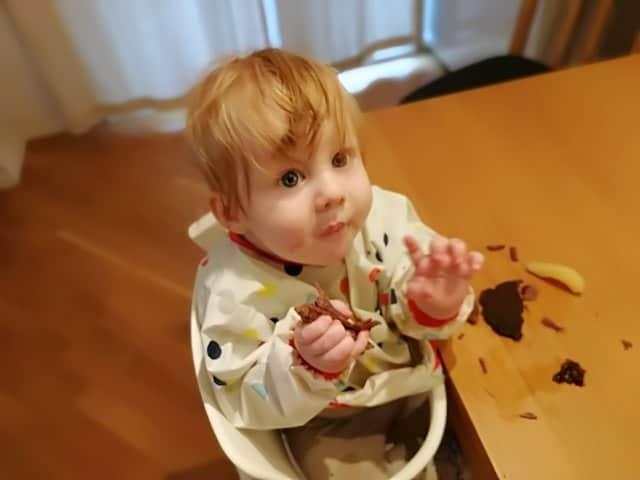baby spiser kjøtt